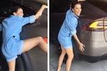"""""""Bà nội trợ kiểu Mỹ"""" Eva Longoria vui mừng ôm chiếc Tesla Model X mới mua"""