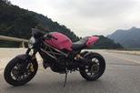 """""""Quái vật"""" Ducati Monster 1100 EVO khoác áo hồng cá tính"""