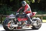 """Xem mô tô """"điên rồ"""" Lazareth LM 847 dùng động cơ Maserati chạy trên đường phố"""
