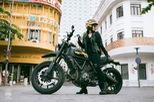 """Nữ biker khiến nhiều người phải ngước nhìn khi """"nài"""" Ducati Scrambler trên đường Sài Gòn"""