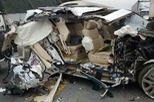 Lexus LX570 bị xé rách sườn xe trên cao tốc Nội Bài - Lào Cai