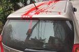 Đỗ trước cửa nhà, Kia Morning bị đổ sơn lên nóc