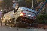"""Toyota Fortuner """"ngửa bụng"""" vào sáng sớm tại Hà Nội"""