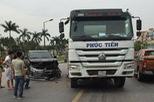 Hải Phòng: Mải xem tai nạn giữa xe bồn và Lexus LX570, tài xế ô tô tải đâm vào Toyota Vios