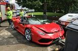 Nam thanh niên chắc hẳn đã ngượng chín mặt vì lái Lamborghini ở tốc độ thấp mà vẫn gây tai nạn