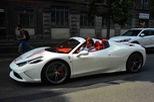 """Hàng hiếm Ferrari 458 Speciale Aperta """"phối đồ"""" đẹp mắt tại kinh đô thời trang thế giới"""