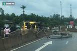 Xe tải lật húc văng dải phân cách, hàng chục con trâu đứt dây buộc chạy loạn trên quốc lộ