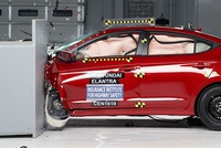 Sedan cỡ nhỏ Hyundai Elantra 2017 đạt danh hiệu an toàn cao nhất