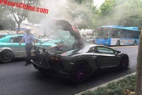 Lamborghini Aventador độ Mansory bốc khói như