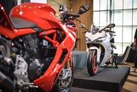 Mô tô thể thao Ducati SuperSport 2017 cập bến Đông Nam Á với giá 382 triệu Đồng
