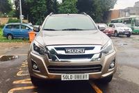 Sài Gòn: Xe chạy thử Mercedes-Benz C300 AMG leo vỉa hè, đâm đổ cây cau - ảnh 4