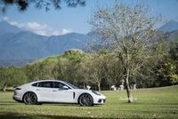 Porsche Panamera 2017 - Khi hai đường thẳng song song gặp nhau