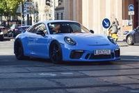 Cựu chủ tịch Volkswagen được bà xã U70 chở bằng Porsche 911 GT3 2018 đi dạo phố