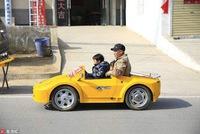Tự chế dàn xe Lamborghini để đưa cháu đi học cho
