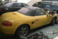 Cư dân mạng xót xa chiếc Porsche Boxster 986 phủ bụi dày đặc ngoại thất