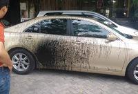Hà Nội: Toyota Camry bị hất sơn lên sườn xe, cư dân mạng xôn xao