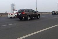 Video Mitsubishi Pajero Sport chạy giật lùi trên cầu Nhật Tân