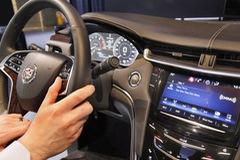 Thoại rảnh tay trên ô tô còn nguy hiểm hơn dùng điện thoại trực tiếp