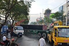 Xe container mất lái đâm thủng tường Cảng Nhà Rồng ở TP.HCM