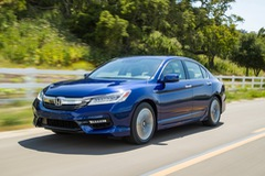 Honda Accord Hybrid 2017 ra mắt, giá từ 29.605 USD