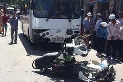 Cát Bà: Xe khách mất phanh khi đổ dốc, 7 người bị thương