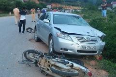 """Lạng Sơn: Toyota Camry đâm 2 xe máy, 2 """"phượt thủ"""" tử vong"""