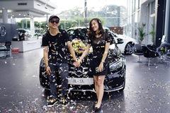 Con trai nuôi Hoài Linh tậu Mercedes-Benz C300 AMG trị giá 1,889 tỷ Đồng