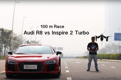 """Đua drag với flycam, Audi R8 thua """"đứt đuôi"""""""