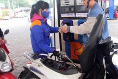 Giữ nguyên giá xăng, tăng giá dầu