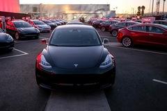 """Elon Musk trước """"nấc thang thiên đường"""" thay đổi toàn ngành công nghiệp ô tô như iPhone từng làm 10 năm trước"""