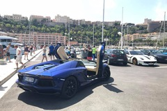 Hàng hiếm Ferrari F12tdf của tỉ phú Ả Rập nghỉ dưỡng tại thiên đường siêu xe