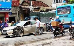 Lexus rách đầu sau va chạm với xe buýt và túi khí không bung