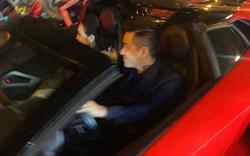"""Tuấn Hưng đi """"bão"""" bằng siêu xe Lamborghini Aventador Roadster mới"""
