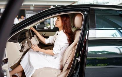 """Mercedes-Benz S450 độc nhất Việt Nam """"bỏ bùa yêu"""" Bích Phương"""