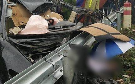 Honda Civic đâm vào dải ta-luy, một giám đốc chi nhánh ngân hàng tử vong