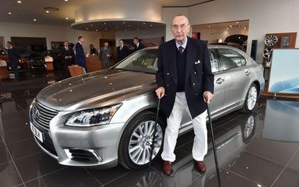 """Chiếc Lexus LS """"hàng thửa"""" mừng đại thọ 100 tuổi của khách hàng trung thành"""