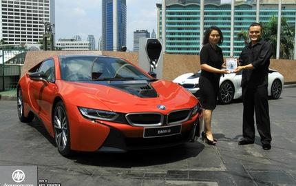 """BMW i8 phiên bản đỏ rực về tay đại gia Indonesia, dân chơi Việt """"phát thèm"""""""