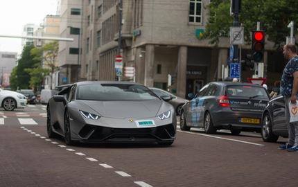 Lamborghini Huracan Performante lăn bánh tại Hà Lan sở hữu bộ cánh đen nhám cực chất
