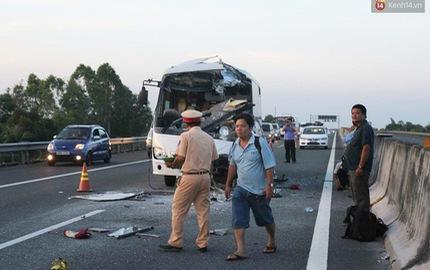 Va chạm kinh hoàng giữa xe khách và xe tải trên cao tốc Trung Lương, 5 người thương vong