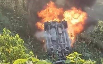 Ô tô lao xuống vực bốc cháy dữ dội