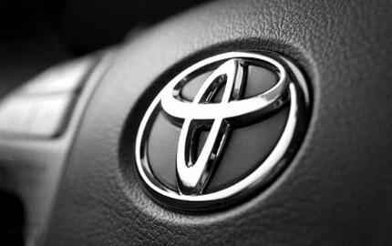 Bị ông Trump tạo áp lực, Toyota phản ứng lại