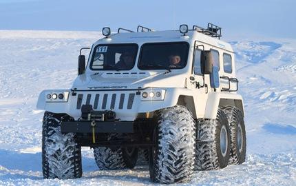 """Tổng thống Vladimir Putin khám phá Bắc Cực bằng xe SUV """"khủng"""" 6 bánh"""