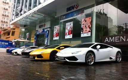 """Ferrari 488 GTB của Cường """"Đô-la"""" dạo phố cùng các siêu xe của đại gia Sài thành"""