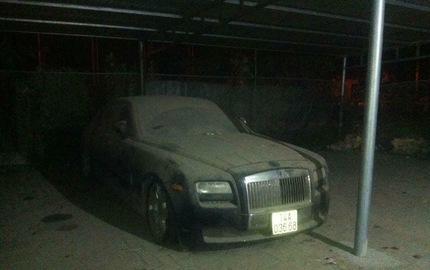 Xót xa Rolls-Royce Ghost mang biển số Quảng Ninh phủ bụi dày đặc
