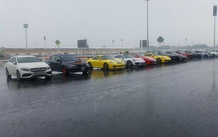 Siêu xe và xe thể thao tụ tập tại trường đua dưới cơn mưa trái mùa của Sài thành