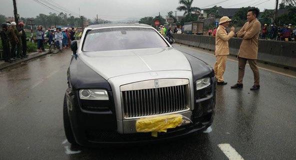 Xe sang Rolls-Royce Ghost gây tai nạn liên hoàn tại Hà Tĩnh