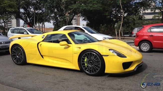 Siêu xe Porsche 918 Spyder đến Brazil đúng dịp World Cup 2014