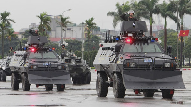 """Lai lịch xe bọc thép """"dị hình"""" của cảnh sát cơ động Việt Nam"""