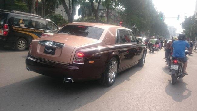 Bắt gặp Rolls-Royce Phantom Lửa thiêng 51 tỷ Đồng trên đường Hà Nội