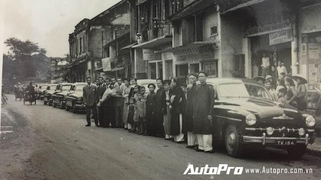 """Choáng với dàn xế """"khủng"""" đón dâu tại Hà thành vào năm 1952"""